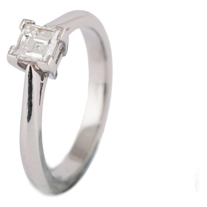 Owen & Robinson Platinum Princess Cut Dimaond on 4 Point Claw Setting Engagement Ring